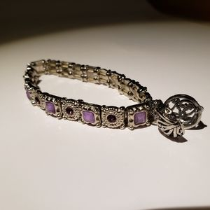 Bracelet with a charm that opens
